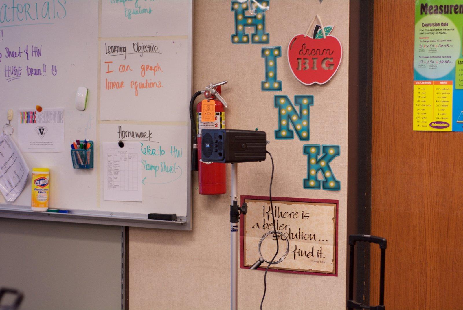 AN-1000X+_VineyarJrHigh-Classroom
